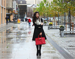 Lilit M. - Kira Plastinina Coat, Hermës Bag - Rainy day