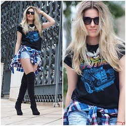 Jéssica Oliveira - Santa Lolla Over Knee Boots, Mestre Dalma T Shirt, Topshop Necklace, Auslander Short - Back To The Future