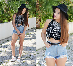 Catarina Marques - Brandy Melville Usa Crop Top, Sheinside High Waisted Denim Shorts, Xbeatrce Statement Necklace, River Island Platform White Sandals, Romwe Black Hat - Good vibes