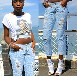Vanessa M. - Frontrowshop Distressed Jeans, Everything5pounds.Com White Stilettos - Cool Blue