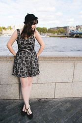 Melina Souza - Primark Hat, Primark Dress, Loja Emme Flats - My sweet Tower Bridge