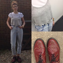 Sophie Pulford - Dr. Martens Shoes, Lee Jeans, Michael Kors Watch - Anchors away ⚓️