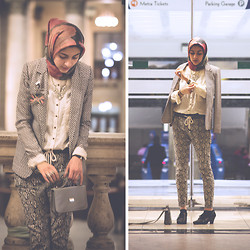 Hoda K - H&M Patterned Blazer, Zara White Blouse, Forever 21 Patterned Pants, Black Oxford Heels - MODA SPRING FASHION SHOW