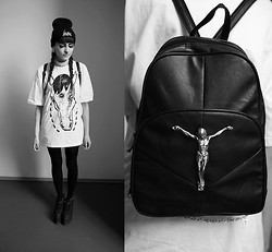 Evy Marie - Hype Beanie, Ivory Jar Bodychain, Ivory Jar Tee, Cute To The Core Platforms, Ivory Jar Backpack - PALE HORSE