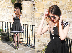 Léopoldine Cannibale - Wap Doo Black Dress, Iron Fist Clothing Heels, L'usine à Lunettes Vintage Sunglasses - Feelin' like in summer