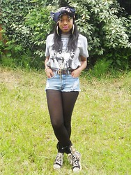 Keisha Dea - Zigi Ny Bumper Boots, Topshop Shorts, Innercity Clothing Nwa Tshirt, Primark Scarf - Once upon a time i was scared of shorts