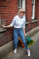 Kerry Lockwood - Asos Frill Collar Blouse, Topshop Mom Jeans, Baggu Rucksack, Urban Outfitters Round Sunglasses, Sneakers - Sunshine On A Rainy Day...