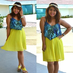 Dana Lopez - Guess? Blue Romper, Mango Yellow Pleated Skirt - Sunny Floral