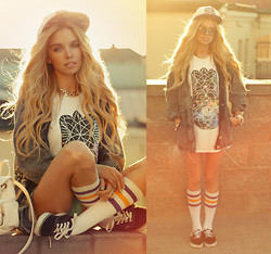 Ekaterina Normalnaya - Bones Snapback, Acid Wash Parka, I Am Vibes T Shirt, Socks - The Glitch Mob – Fortune Days