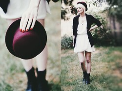 Laura B. - H&M Hat, H&M Dress, H&M Shirt, New Yorker Boots, Bershka Necklace - Red Hat