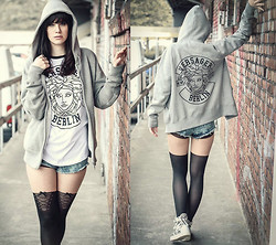 Nina Wirths - Crab Berlin Hoddie, Crab Berlin Shirt, Primark Shorts, Calzedonia Tights - Oh Darling, let's be adventurers
