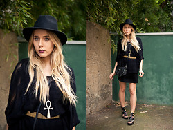 Zwillingsnaht . - Gina Tricot Hat, H&M Knit Cape, Weekday Ankh Necklace, Gina Tricot Waist Belt, Primark Festival Bag, Primark Gladiator Sandals - Festival Outfit Week #1