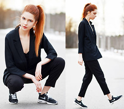 Ebba Zingmark - Ivyrevel Top, 2hand Jacket, Weekday Pants, Nike Sneakers, Suzywan Deluxe Earrings - Black Monday