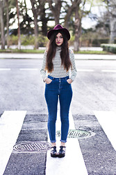 Clara Martín - Westrags Sombrero, Oasap Tee, Pull & Bear Jeans, Missguided Sandals - Stripes
