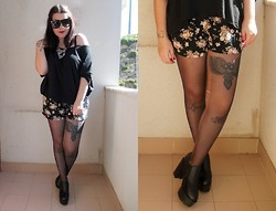 Black Rose - Lovely Shoes Black Platforms, Primark Necklace, Primark Baggy Shirt, Oysho Floral Shorts - Black platforms