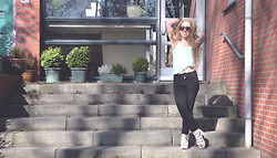 Lilia - Topshop Minty Top, H&M Highwaisted Jeans, Duffy Monster Sandals - You wanna be high for this