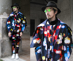 Andre Judd - Jaggy Glarino Couture Coat With Exagerrated Collar, Jaggy Glarino Couture Baseball Coat, Neon Lights Printed Long Tee And Trousers - NEON LIGHTS