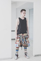 Romek Gelard Gello - Cos Tank Top, Adidas Originals Sneakers - Future