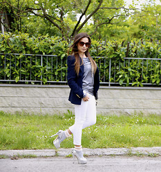 De Pointe en Blanc By Ilaria Bianchi - Zara Jacket, Pinko Shirt, Fendi Heels, Calzedonia Socks, Céline Sunglasses - My casual chic look