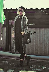 Malin Z - Unif Snapback, Gina Tricot Coat, Carlings Pants - Problem