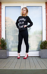 Laura Potter - Missguided Jeans, New Look Shoes, Chanel Lips, Wear All Jumper - CREME DE LA CREME