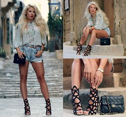 Julie W - Vintage Top, Levi's® Shorts, Sophia Webster Shoes, Chanel Bag - The streets of valletta