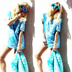 Rachel Lynch - Wildfox Couture Blue Sunnies, Urbanize Blue Waves Tee, Nasty Gal Blue Fur Jacket - Blue waves
