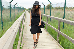 Montse O -  - Black midi dress