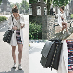FEEblog - Carin Wester Coat, House Of Dagmar Shorts, Pop Cph Top, Carin Wester Bag, Selected Femme Necklace, Toms Shoes, Fashionology Ring - City Girl