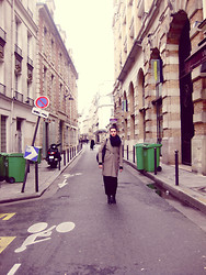 Dani Kowalczyk - Zara Coat, American Apparel Scarf, All Saints High Heel Boot, Alexander Wang Darcy Hobo Bag - Roaming Paris