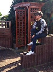 Toni Bishop - Topman Sweater, Asos Jeans, Converse Shoes, Asos Sunnies - Plants are friends