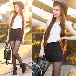 Ariadna Majewska - Forever 21 White Lace Top, Romwe Blac Suede Shorts, Chic Wish Black Suede Chelsea Boots, Modekungen Black Studded Bag, Mohito Black Hat - Black, white and gold