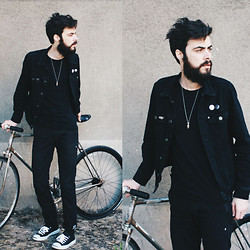 Tony Stone - Converse Black Jack Purcell, Levi's® Black Pants, H&M Black Jacket, Uniqlo Black T Shirt - RIDE IT