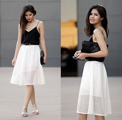 Adriana Gastélum - Cami Nyc Backlace Camisole, Sheinside Perforated Midi Skirt, Chic Wish Silver Minimal Sandals - Midi skirt & sandals situation