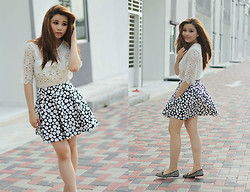 LiTing Tey - Kitschen Skirt - Polka dots