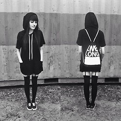 Evy Marie - Long Clothing T Hoodie, Vans Sneakers, Long Clothing Gym Bag - LIVELONG