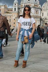 Ivana Sekuloska - Papaya Weekend Printed T Shirt, Stradivarius Denim Shirt, Littlebig Ripped Jeans, Pull & Bear Wedge Sneakers, Brandy&Melville Stripped Headbeand, Brandy&Melville Arrow Ring, Brandy&Melville Stone Ring, Avon Messanger Bag - #GEEK