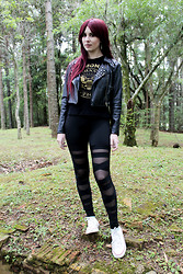 Vanessa Schmeling - T Shirt Ramones, By Vansh Black Jacket Spikes, Look Chic Store Legging Amarrações, All Star - Gabba gabba hey