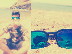 Ik Bal -  - #Sunglasses  @beach @army_t-shirt