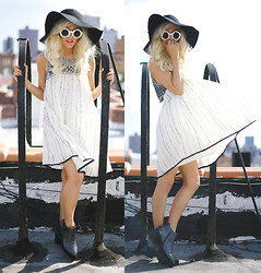 Rachel Lynch - American Apparel Black Hat, Free People Crystal Dress, Yru Silver Shoes - Young + free