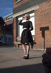 Very Joëlle Paquette - Italia Independent Sunglasses, Cheap Monday Crop Sweater, H&M Full Skirt, River Island Wedge Sandals - Sunny day