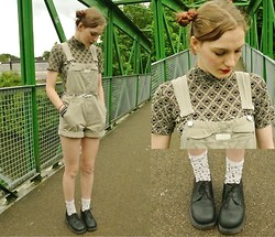 Annie Honey Mac - Dr. Martens Shoes, H&M Socks, Calvin Klein Dungarees, Wallis Top, Vintage Belt - 90s Girl
