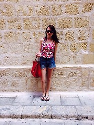 Clau Dia - Asos Top, Levi's® Shorts, Michael Kors Bag - Vintage look from lovely Malta