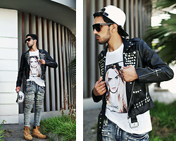Mohcine Aoki - Zealotries Studded Jacket, Surface Paris Cara, Guylook 4sz)Vintage Light Blue Designer Skinny Biker Jeans 138, Timberland, Chanel Inspired Strapback White/Black - CAAAAAAARA !!!