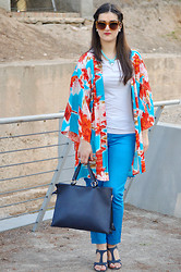 Amanda R. - Store In Chinatown Kimono, Pepe Moll Bag, Zendra Pants, Dicarla Necklace, Michael Kors Sunnies - Pagoda - SomethingFashion