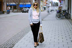 Ida Gabrielsson - Gina Tricot Sweater, Acne Studios Shirt, Bikbok Trousers, Dinsko Heels, Louis Vuitton Bag - ST-GERMAN