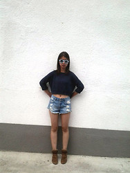 Ivana Sekuloska - Pull & Bear Highwasted Shorts, Pull & Bear Wedge Sneakers, Zara Rounded Sunglasses - Cut off