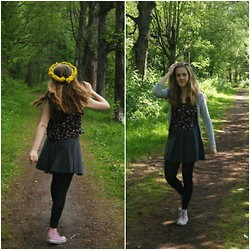 Annie Laurelle - Monki Floral Crop Top, H&M Skater Skirt, Converse - Oh what a life
