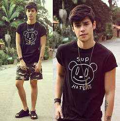 Vini Uehara - Miloh Clothing T Shirt, Zealotries Shorts, Zealotries Sandals, Aloha Helsinki Necklace - Sup Haters