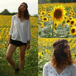 Duygu Trgt - Koton Top, Queens Wardrobe Lace Short, Mango Boots - Sunflowers